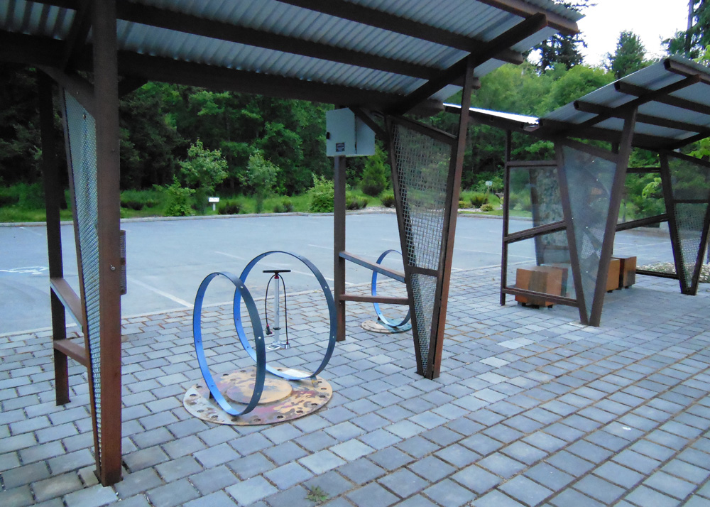 Cycle Whidbey Island  - Bike rack with pump
