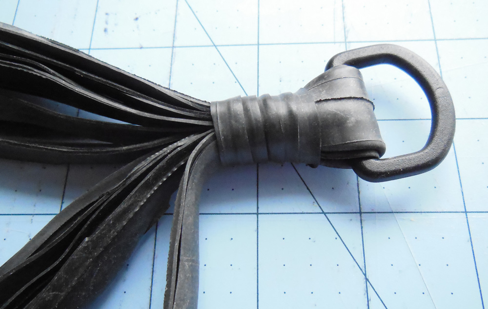 Recycled inner tube plant hanger - tie gathering knot | Bicitoro Bikes & Crafts