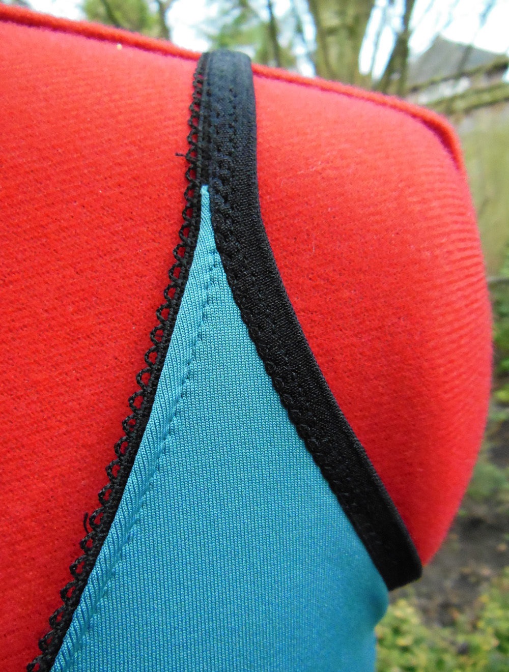 Sporty knit slip tutorial - strap detail | Bicitoro bikes and crafts