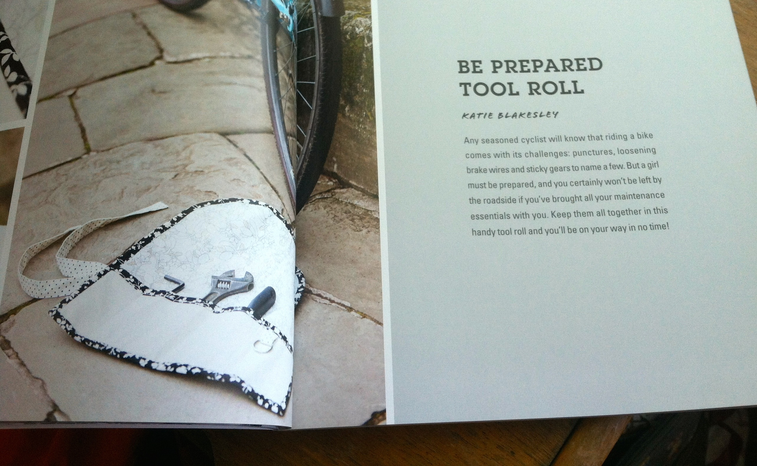 Craft bomb your bike - tool roll